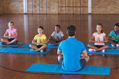 curso de instructor de yoga gratis cursos online