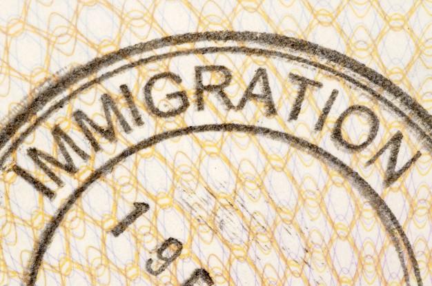 cual es la diferencia en emigracion e inmigracion