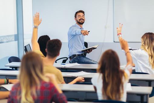 que master hay que hacer para ser profesor